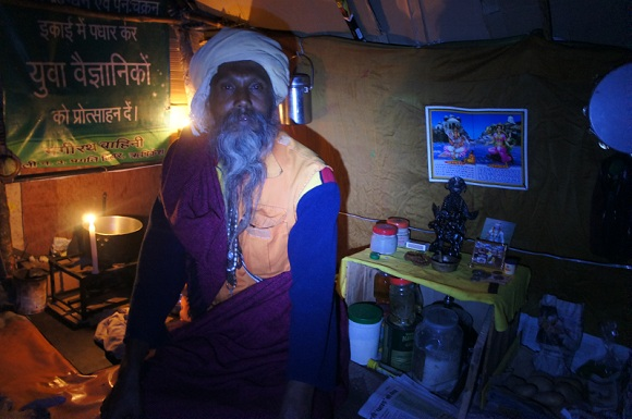 Meditation with a baba in his tent, Tapovan, India, Photo Infinite Love