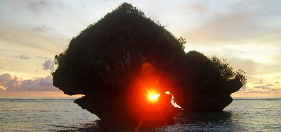 Sunrise in the heart of the rock on a small tropical island, Guam, Photo Lama Tantrapa